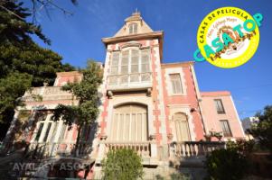 PALACETE EN  BARRIO PERAL